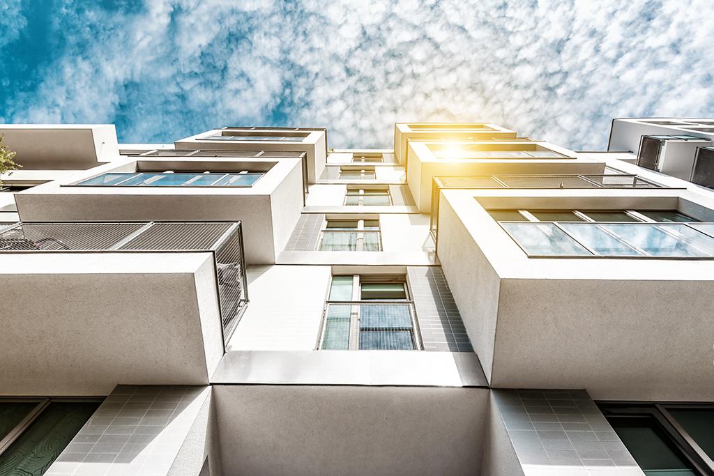 Zasteklitev-balkonov_mba
